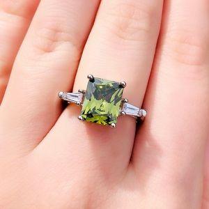 New 925 sterling silver princess cut peridot ring
